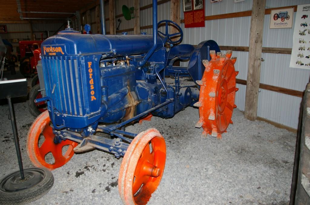 Steel wheel tractor
